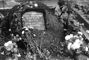 Памятник на Новодевичьем кладбище